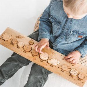 Houten-zonnestelsel-montessori-speelgoed